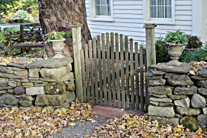 gate and stone wall USE jpeg