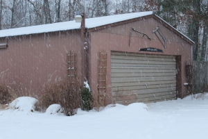 Pole barn in snow USE