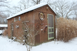 Pool shack decor in snow USE