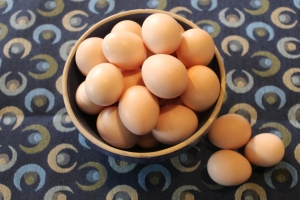 Eggs in blue bowl USE