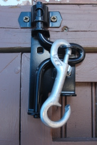 latch and dog lead close USE