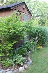 VERT pool shack garden USE