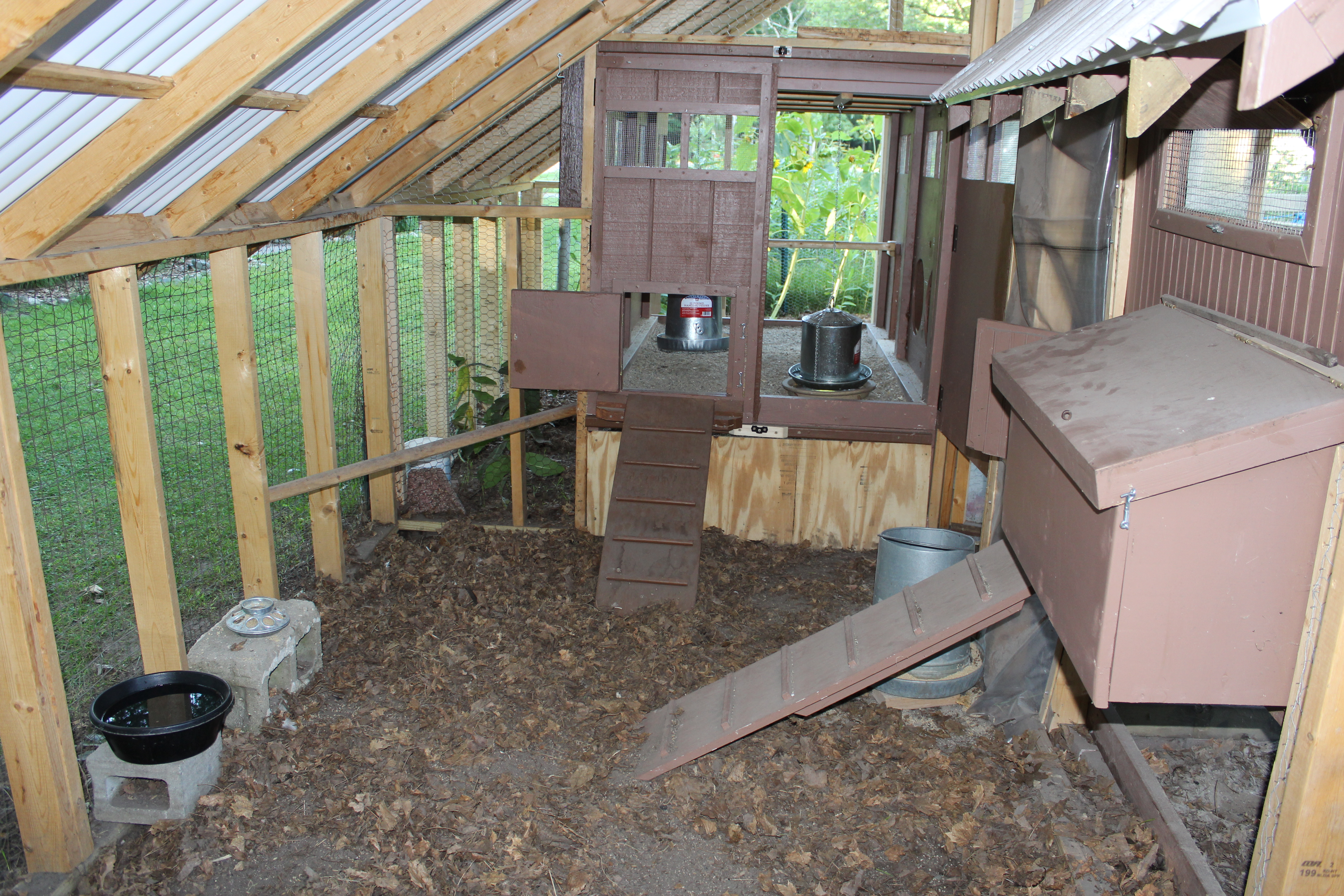 Small chicken coop inside for Small chicken coop with run