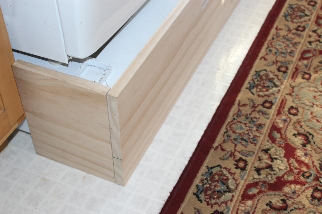 unpainted-pedestal-base-close-w-rug-use