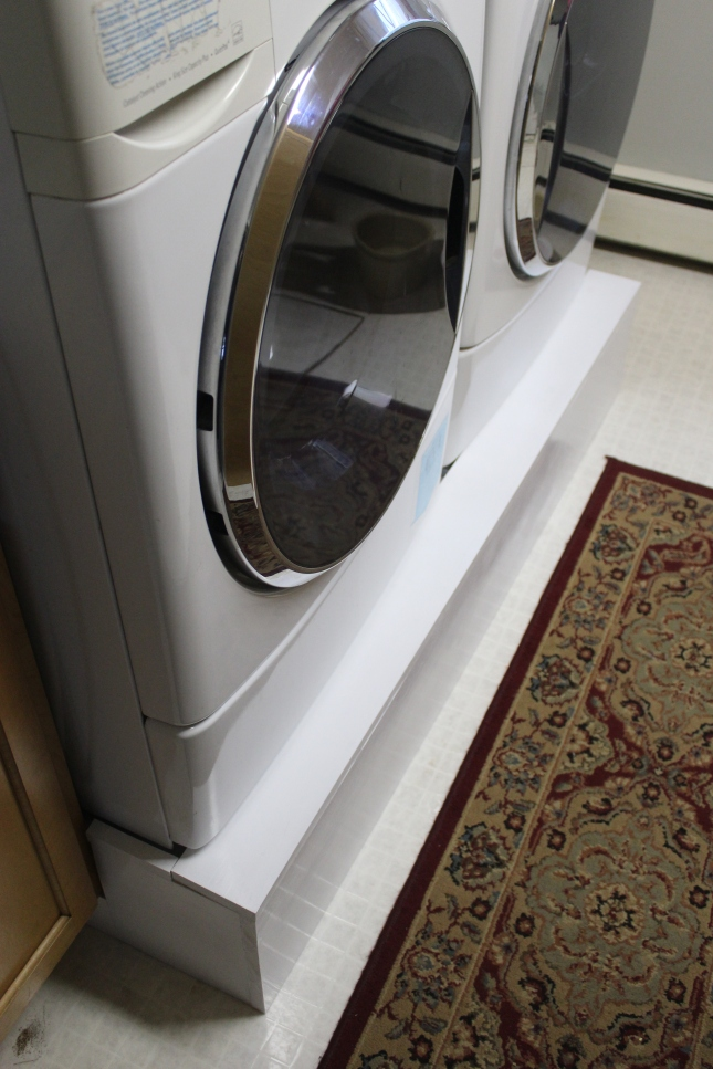 washer-and-dryer-from-angle-and-rug